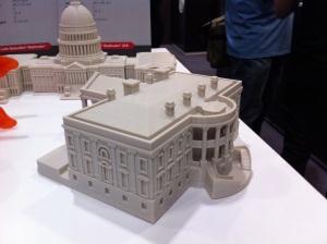 3D-tulostimilla voi tulostaa monenlaisia esineitä, esimerkiksi talon pienoismalleja.