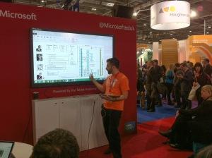 Microsoftin kaveri (opettaja itsekin) esittelee OneNote class notebooks -toimintaa luokan kanssa. Tämän työkalun voi ottaa käyttöön Office 365:n Sivustoilla.